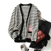の[A564338] 笑涵阁 Classic black and white striped V-neck animal intarsia cashmere cardigan