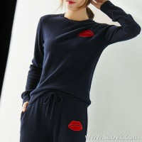 の[ZY158735AG] 笑涵阁 Eyes! Crimson Lip Patch Embroidered ~ Pure Wool Crew Neck Sweater