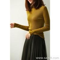 の[W565051] Laughing Hange high collar protects your neck warm throughout the season! Delicate 16-pin full wool sweater