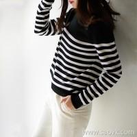 の[ZY158657AG] Xiaohan Pavilion Fresh age reduction! Shoulder button decoration striped wool sweater