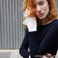 [Three pieces and 20% off] bugs Italy imported contrast color open mouth trumpet sleeves paper people slim slim sweater