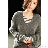 Small insect seamless knitting Lazy wind long V-neck Italian yarn warm sweater sweater shirt women