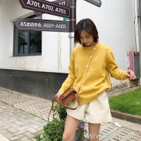Tops design female niche sweater cardigan 2018 new Korean version of the round neck Slim retro diagonal collar button knit