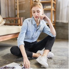 Light blue denim shirt female 2018 spring new hand-grinding hole to do old denim shirt long-sleeved versatile shirt