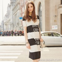 <特>Sanwei one new European and American letters sequins loose striped chiffon hem seven-point sleeve knit dress