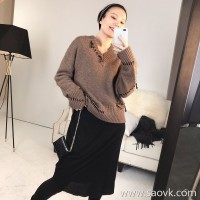 Limited] MISS HE high-end homemade thick warm warm yak velvet tear patch wind V-neck pullover sweater