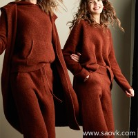 After the squatting, it is private! Italian baby yak yak velvet warm round neck sweater MZ0820